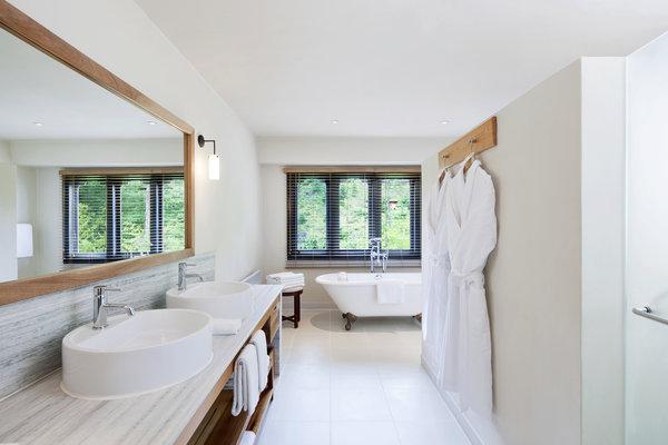drukasia_042115_uma-paro-como-suite-bathroom