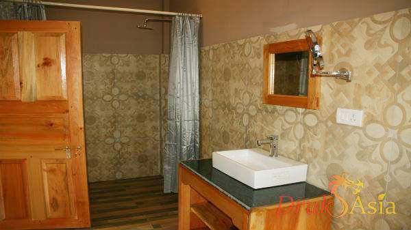 hotel-lobesa-bathroom-4
