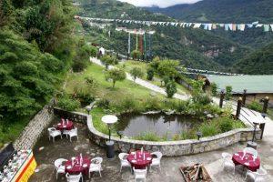 drukasia_042215_yangkhil-resort-outdoor-dining-area